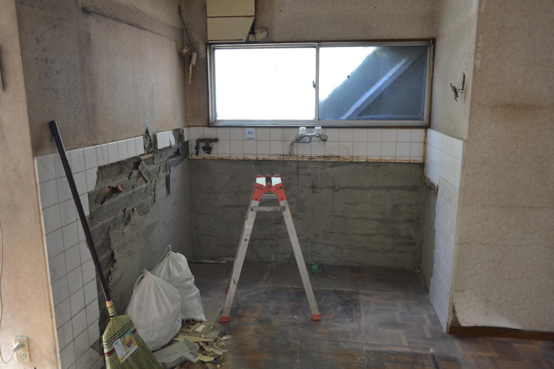 淡路駅の賃貸事務所「淡路駅前ラボ」改装工事中 給湯スペース(キッチン)