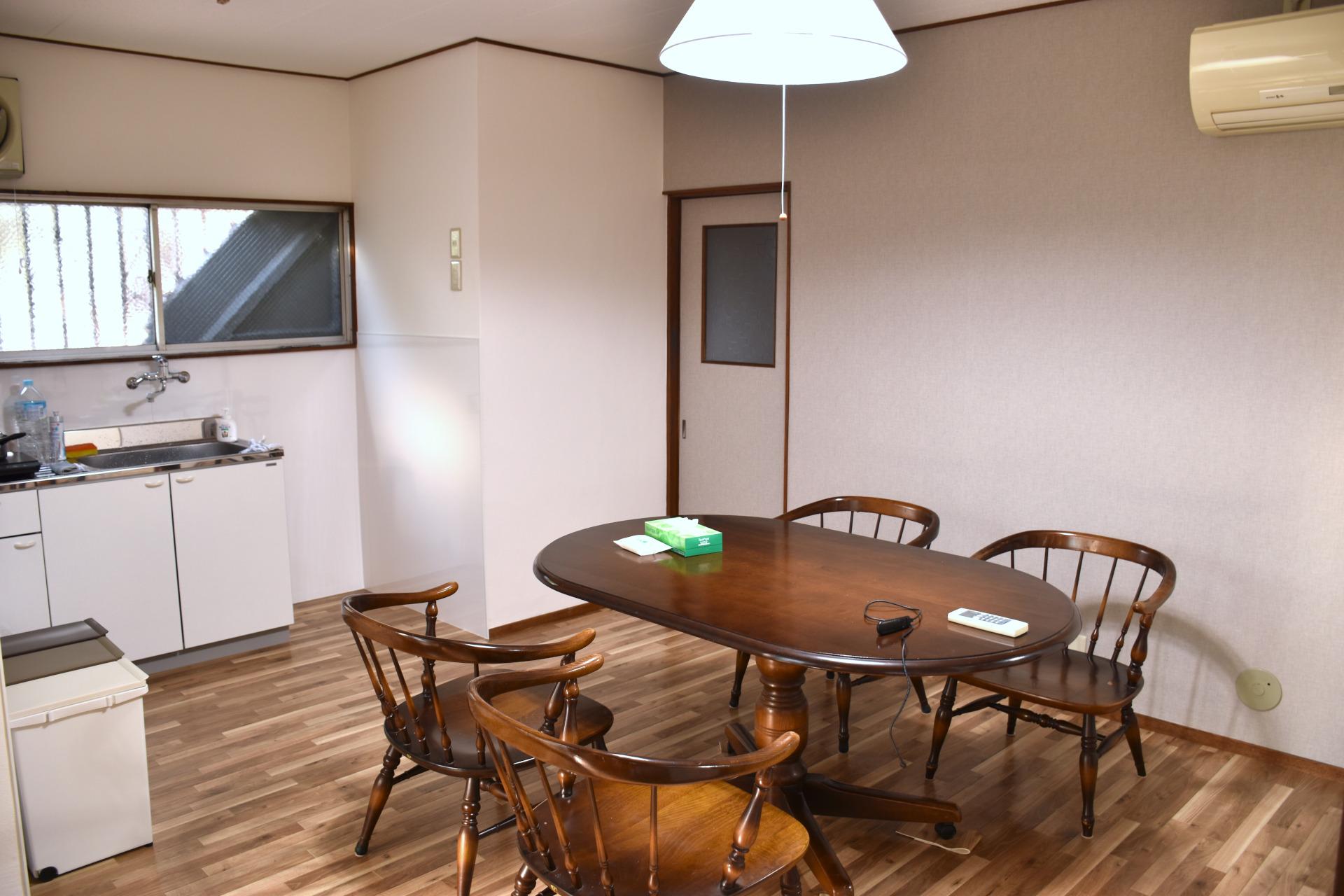 淡路駅の賃貸事務所「淡路駅前ラボ」打合せスペース
